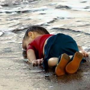 Mi niño muerto en la playa