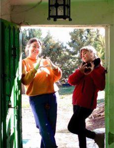 en la puerta de la casa cueva rural