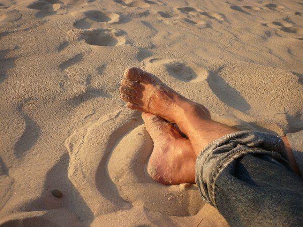 Indagación corporal - Sentir los pies en la playa
