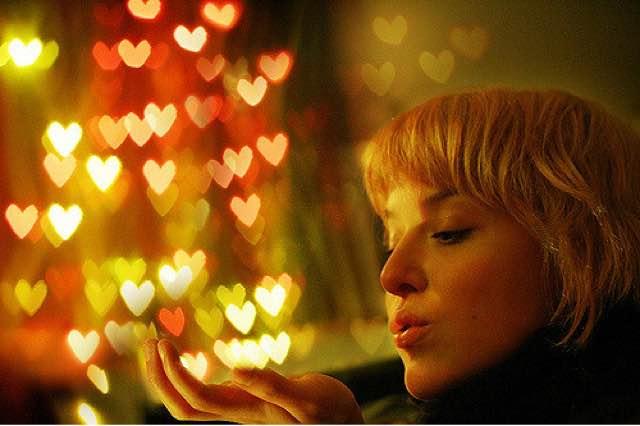 Mujer, corazones y quererte a ti mismo