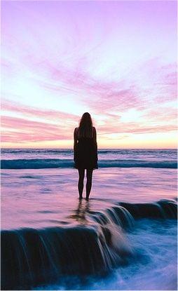 Amor propio de una mujer en el mar