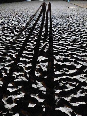 sombras de pareja en la arena