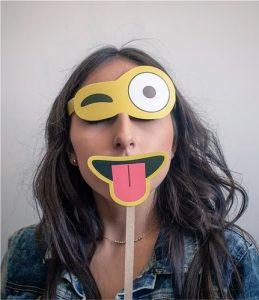 Mujer con emoji y autoestima de imagen