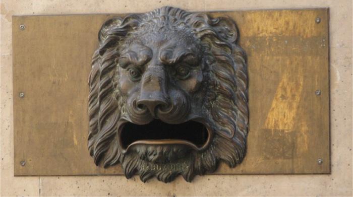Buzón de correos con león para recibir el mensaje de la ansiedad