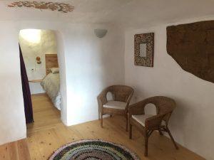 Habitación de reposo en la casa cueva la luz