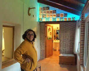 Diseño de bombilla colgante y luces Led en Casa Cueva