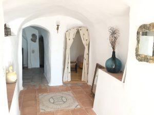 Pasillo de entrada de la casa cueva en la actualidad