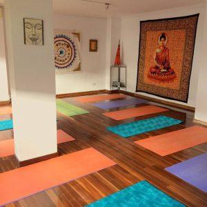 Esterillas para las clases de yoga del Centro InterSer en Palencia