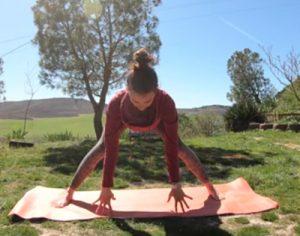 En época de cuarentena domiciliaria por el coronavirus podemos practicar yoga virtual en casa
