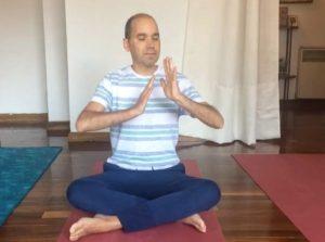Ignacio Gallego practicando yoga