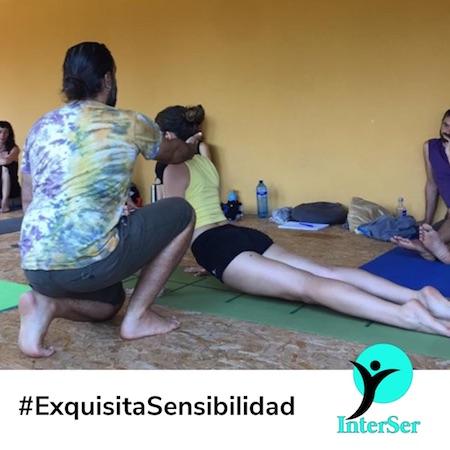Jose Luis Cabezas y Luna Martinez aprendiendo yoga dinámico