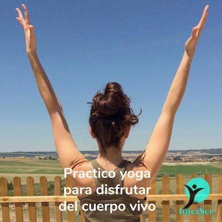 Practico yoga para disfrutar del cuerpo vivo
