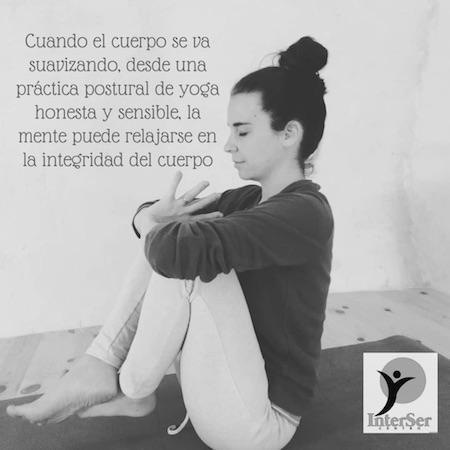 Yoga para relajar la mente en la integridad del cuerpo